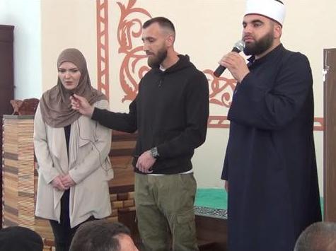 Një Gjermane Konvertohet Në Islam Në Xhaminë E Skënderajt (VIDEO)