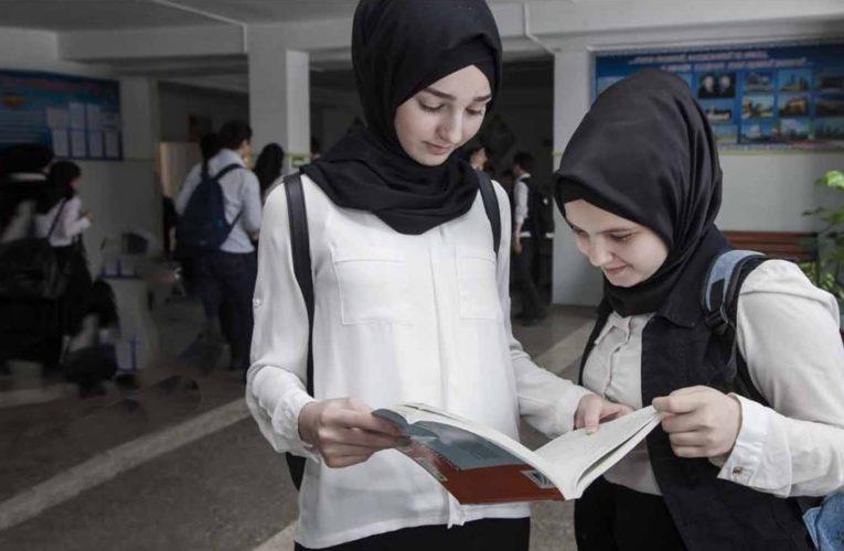 Shkollat në Kosovë po refuzojnë regjistrimin e nxënësve me mbulesë