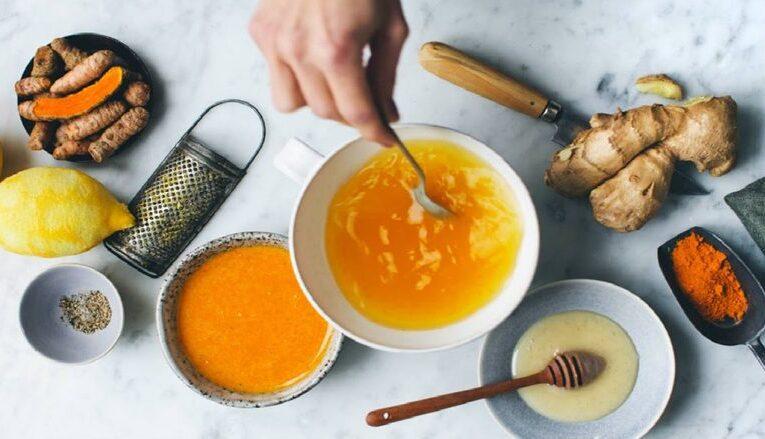 Pse duhet të pimë çaj shafrani, shtatë mrekullitë që bën në trupin tuaj