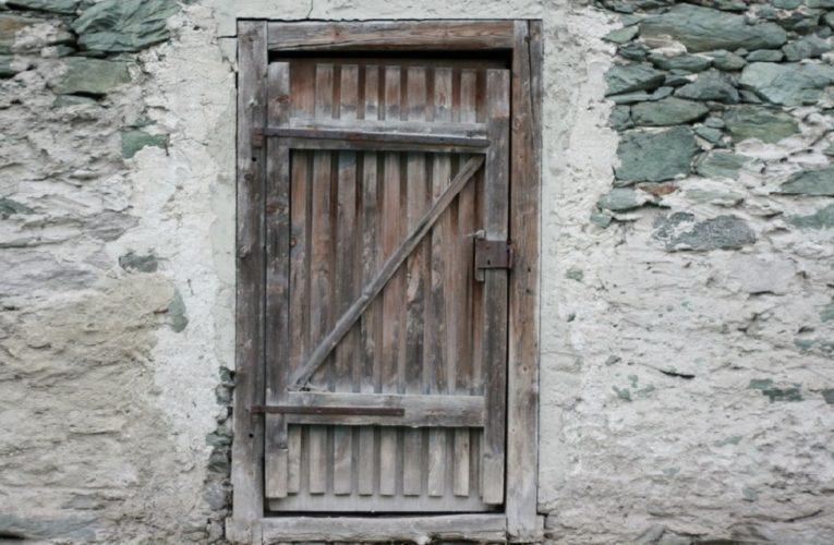 Falënderimi i qoftë Allahut që shtëpia jonë ka derë