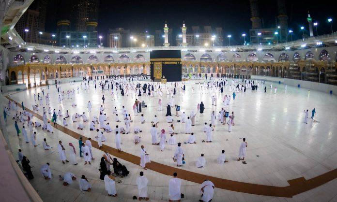 Arabia Saudite rihap vendet e shenjta për kryerjen e umres
